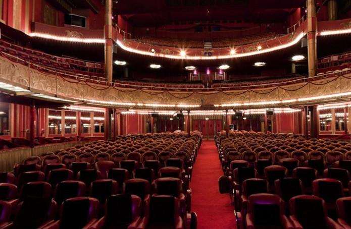 Folies Bergere Salle S 233 Minaire Paris 75