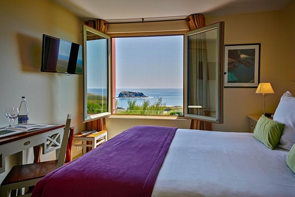 The open sea of ​​belle-ile-en-mer - room with sea view