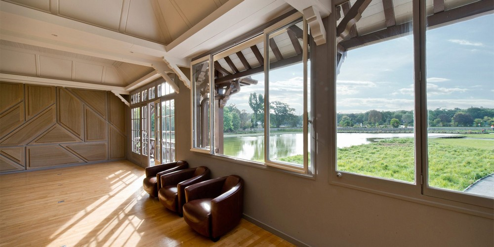 The ponds pavilion - wooded lounge