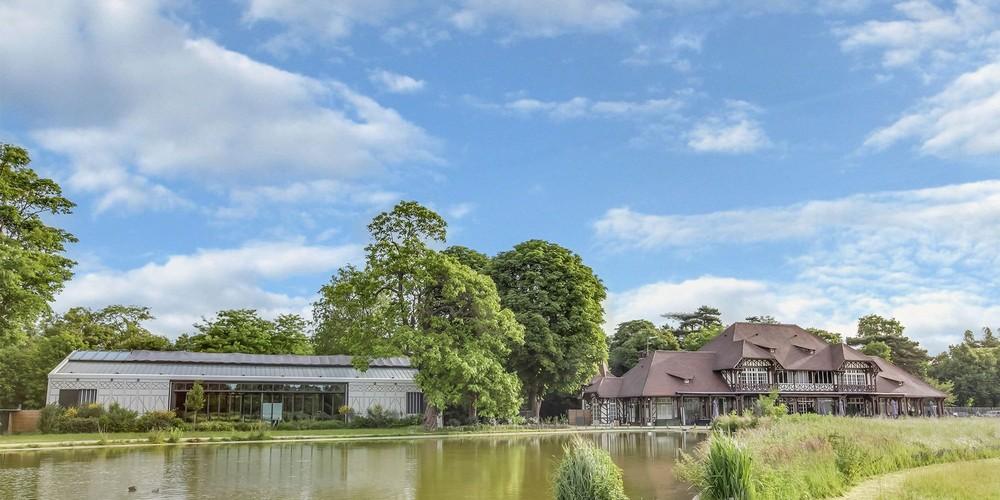 The ponds pavilion - exterior