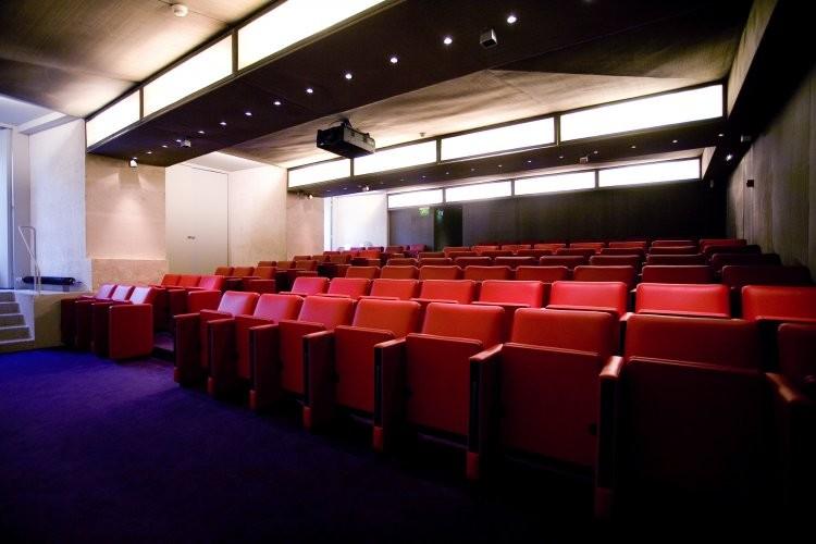 Las artes decorativas - Auditorio equipado.