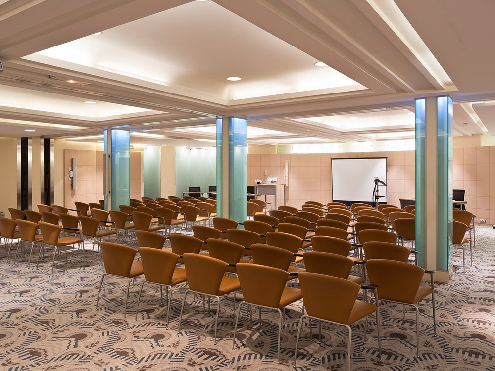 radisson blu 1835 cannes salle s minaire cannes 06. Black Bedroom Furniture Sets. Home Design Ideas