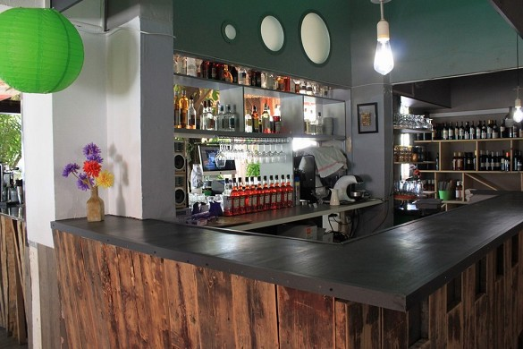 Adonis sanary - bar