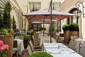 Terrace Courtyard Garden - Hotel Regina