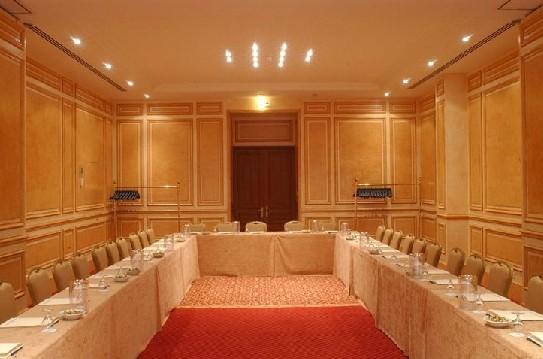 parís Lotti seminario habitación de hotel