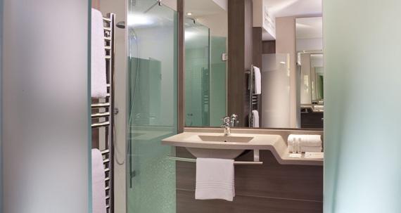 Oceania clermont bathroom