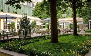 Hotel Le Bristol - Garden