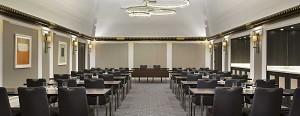 Der klare und elegante Salon Boléro eignet sich sowohl für Plenarsitzungen als auch für private Veranstaltungen.