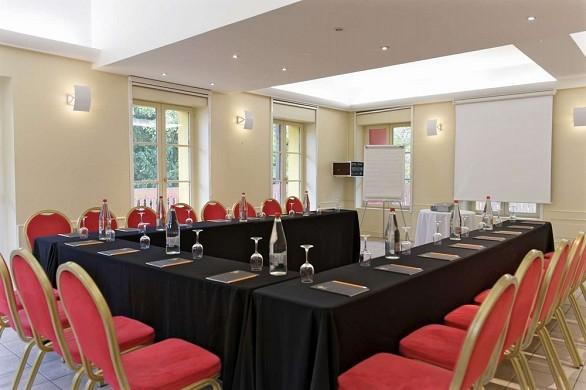 The yellow door chalet - meeting room