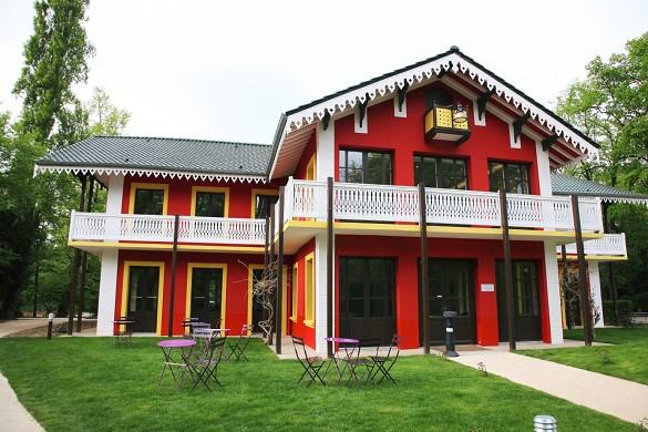 Die Kabine der gelben Tür - außerhalb