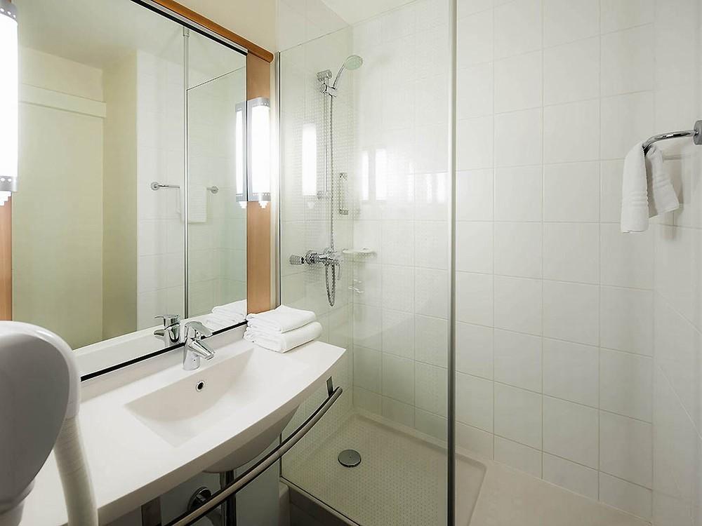 Ibis nantes la beaujoire salle s minaire nantes 44 for Enseigne salle de bain