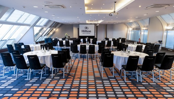 Hilton paris la defense - sala de reuniones estilo cabaret roma