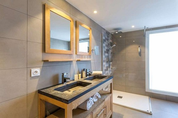 Best western plus hotel hyeres cote d'azur - bathroom