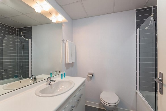 Zénitude toulouse fluvia - bathroom