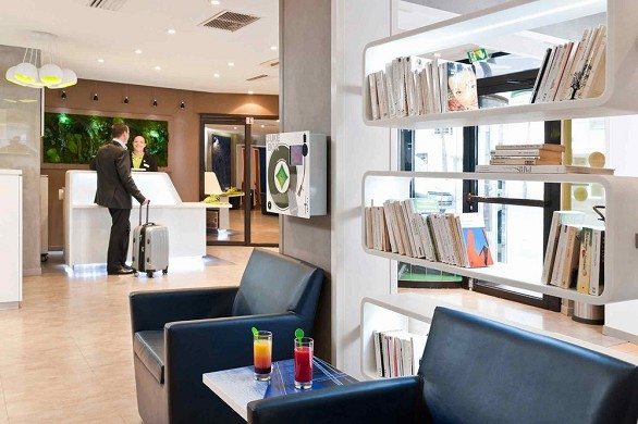 Ibis Styles Paris Tolbiac Bibliothek - die Rezeption des Hotels