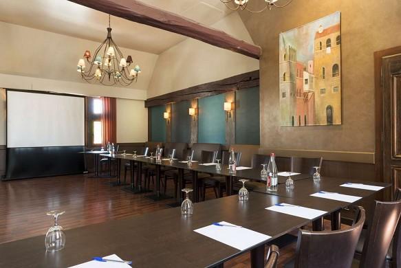 Las viejas paredes de la ciudad - sala de reuniones