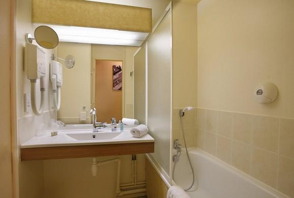 Hotel arpège - bathroom