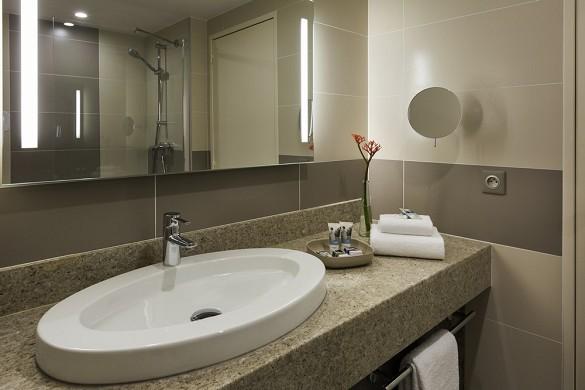 Mercure Paris Orly Airport Rungis - Superior Room Bathroom