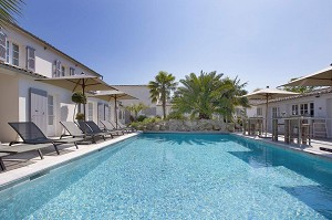 Le Clos Saint-Martin Hotel & SPA - Pool