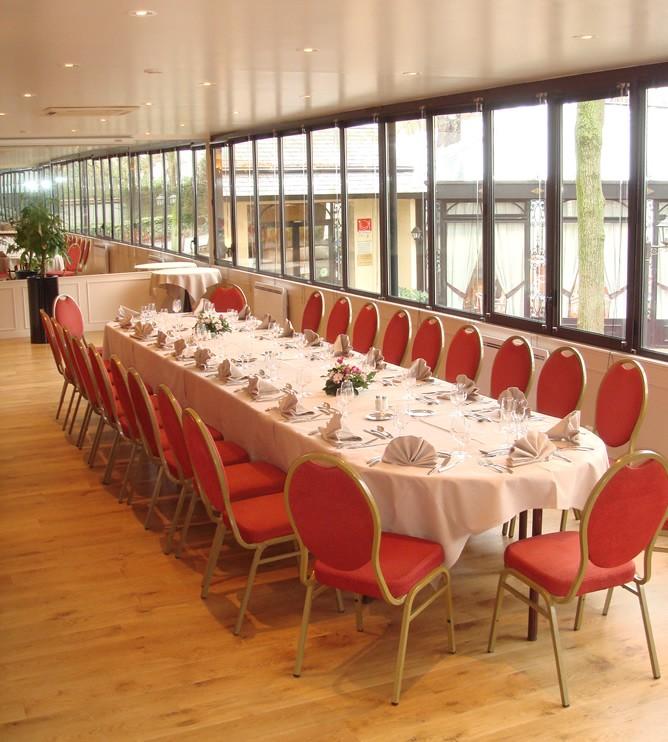 A ilha castelo - mesa de banquete