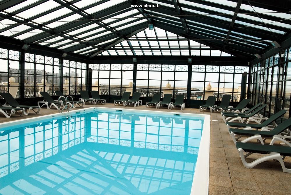 O hotel de praia - hotel de praia / piscina