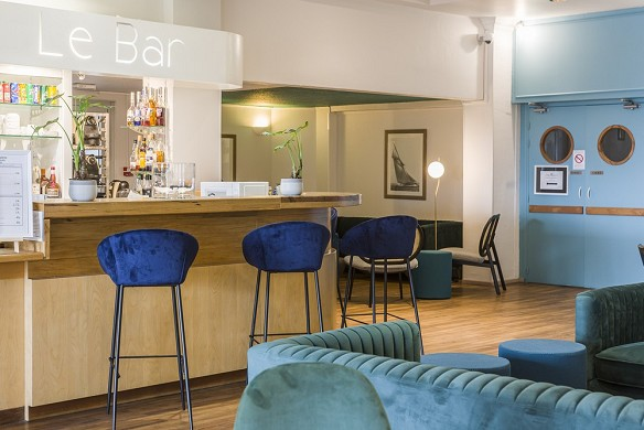 Sowell hotels le beach - bar