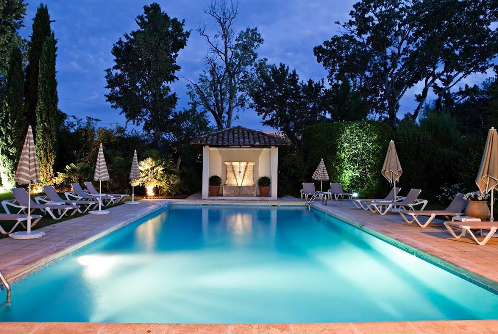 Best western le lavarin salle s minaire avignon 84 for Hotel avignon piscine