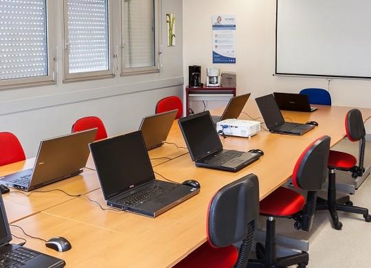 Centro formatico - salas de reuniones cerca de torres