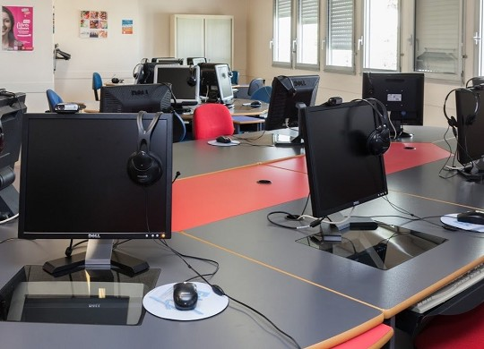 Centro formatico - oficinas equipadas