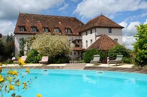 Hostellerie de la Tour d'Auxois - piscina para relajarse