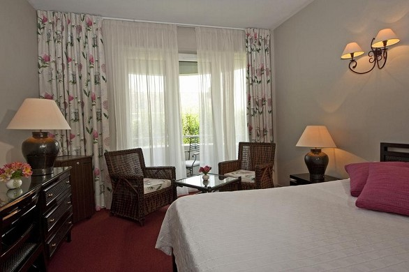 Grand hotel de solesmes - accommodation