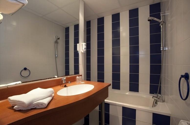 Brit hotel saint malo le transat salle s minaire saint for Salle de sport malo les bains