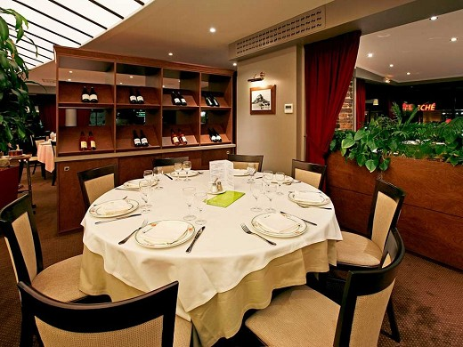 Mercure mont saint michel - table