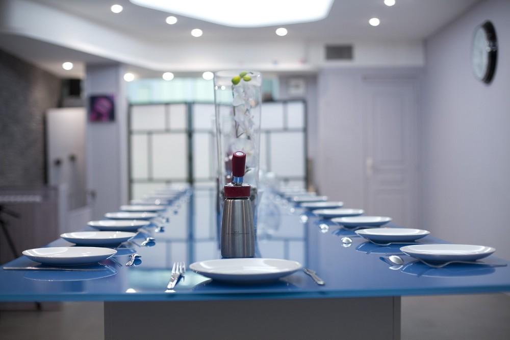 El laboratorio culinario - mesas y placas