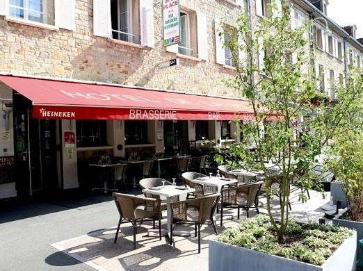 Hotel Place de Aunay-sur-Audon - terrazza