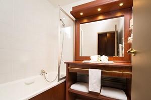 Habitación de hotel - baño.