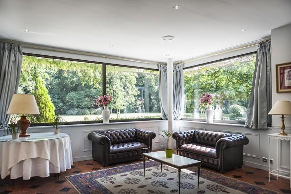 Chateau d'apigne - living room
