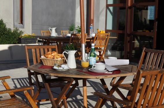 Adonis Carcassonne - residence la barbacane - terraza exterior 2