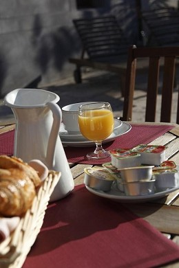 Adonis Carcassonne - residence la barbacane - typical breakfast