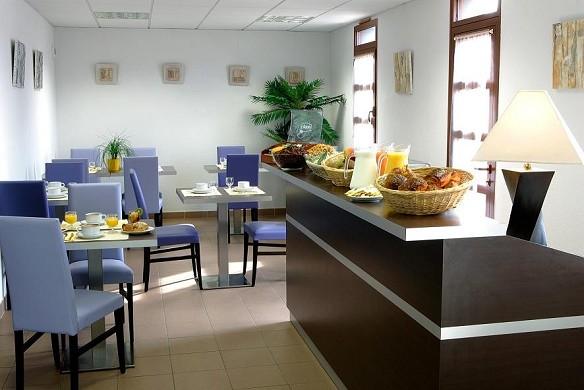 Adonis Carcassonne - residence la barbacane - desayunador interior