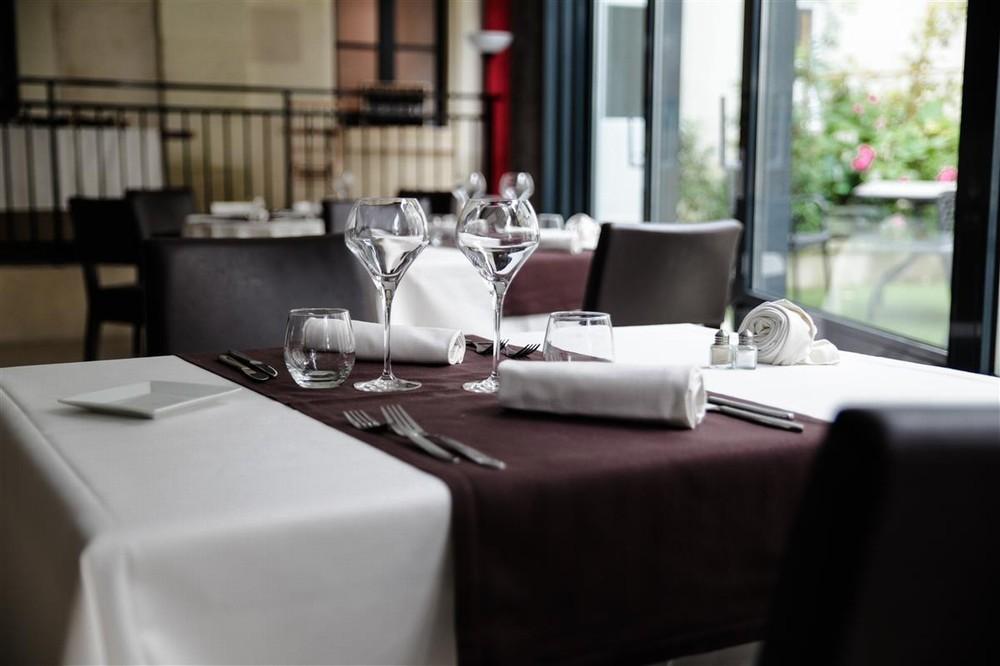 Domaine des thômeaux, hotel ristorante spa - tavolo