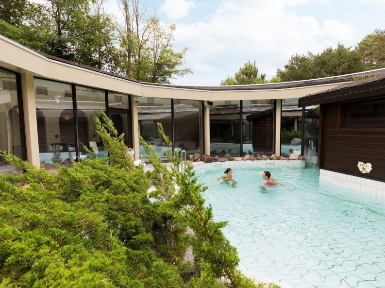 Center parcs les hauts de bruyeres salle s minaire for Piscine center parc