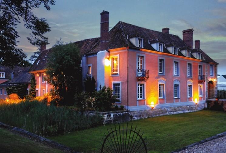 Das Herrenhaus des großen gemeinsamen - Nacht Fassade