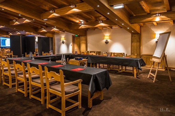 The megève horseshoe - meeting room
