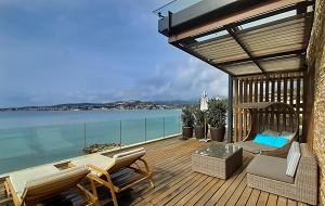 Terrazza della piscina con vista mare