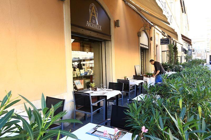 La arcenaulx - terraza del restaurante.