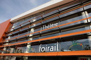 Centro de congresos de chemille teatro foirail camifolia fachada