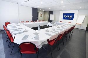 Kyriad Montbéliard - Sochaux - Habitación en forma de U