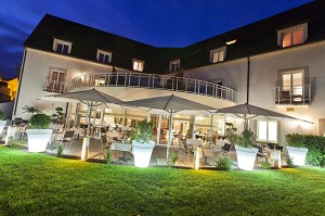 Ristorante e Spa dell'Hotel Le Richebourg - di notte