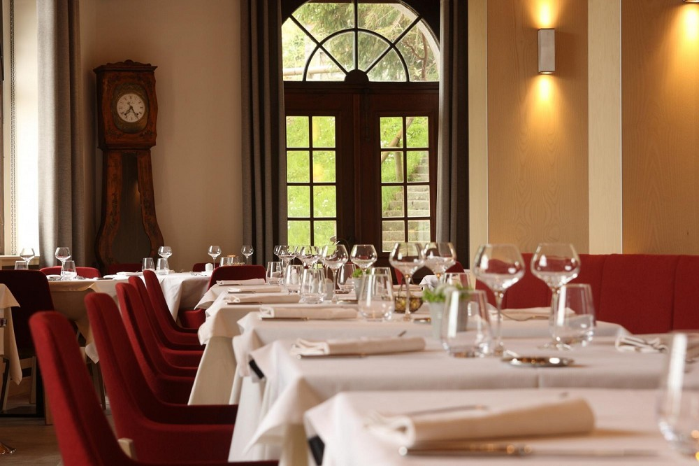 Touring the closed source hotel - restaurant for business meals